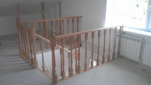 П-образное ограждение проема лестницы